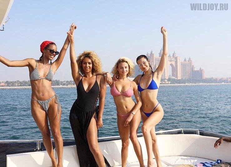 Белла Хадид на отдыхе в Дубае позирует в крошечном бикини