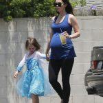 Вновь за свое: Меган Фокс одевает сына в одежду для девочек