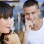 Как обратить внимание парня на себя