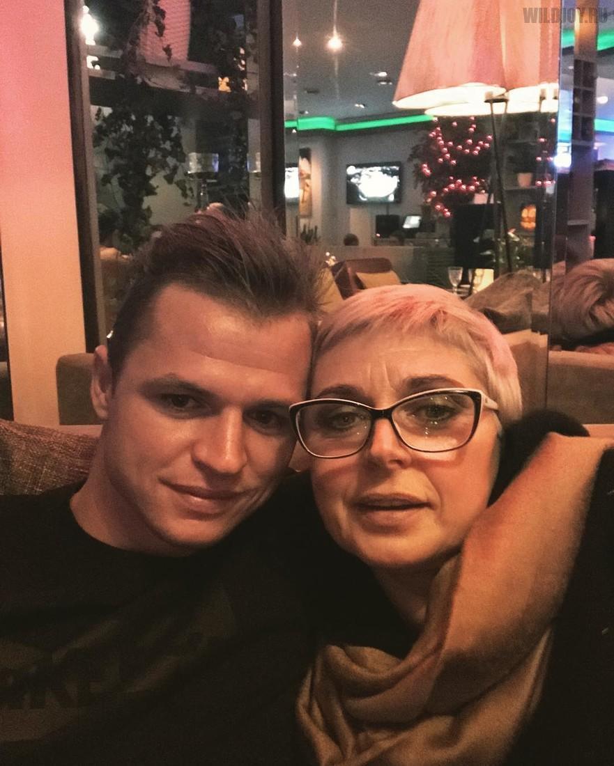 Костенко праздновала свой День Рождения с Тарасовым и его мамой