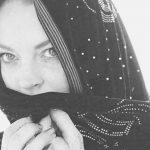Линдси Лохан позировала в мусульманском купальном костюме с капюшоном