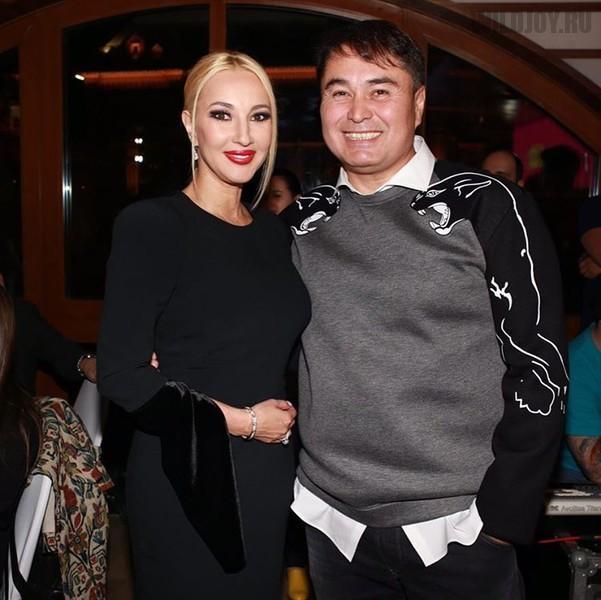 Лера Кудрявцева подогревает слухи о своей беременности в 45 лет
